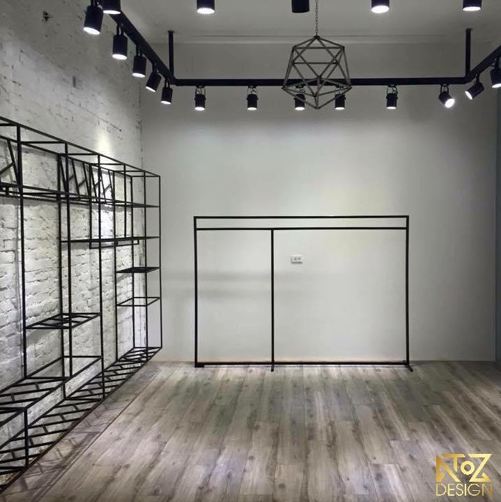 Hệ thống đèn và kệ trưng bày được làm từ chất liệu cao cấp