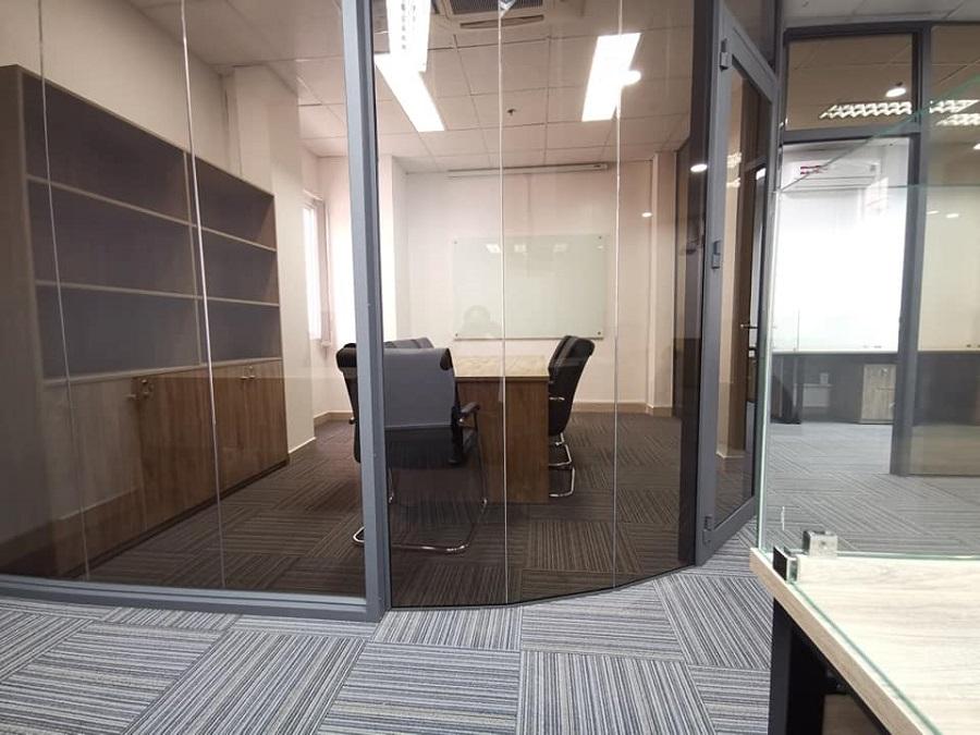 Phòng làm việc của giám đốc được thi công phong cách hiện đại
