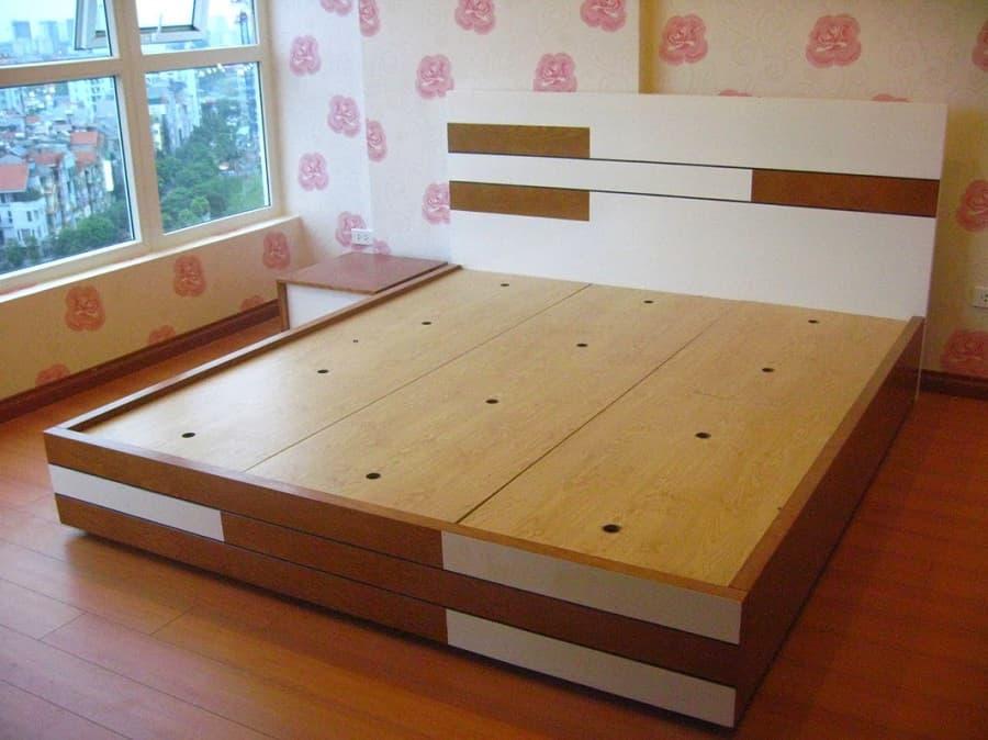 Giường gỗ tại xưởng gỗ công nghiệp